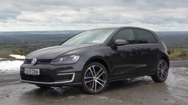volkswagen golf gte review - changing lanes